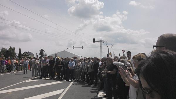 Besucher bei der Verkehrsfreigabe der Westtrasse