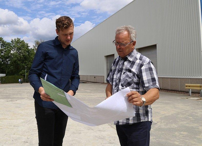 Jan Löffler und Jürgen Werner (v.l.) vor dem neuen Standort