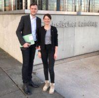 Jan Löffler und Leandra Weber nach einem Sitzungstag im Landtag