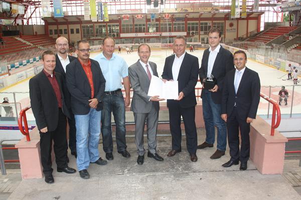 Innenminister Markus Ulbig hat heute in Crimmitschau einen Fördermittelbescheid für das Eisstadion Crimmitschau